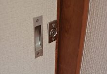 301号室・ドアロック。