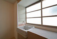 212号室の洗面台の様子。