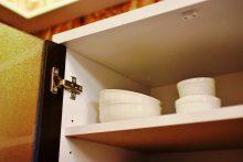1F・キッチンの食器棚。