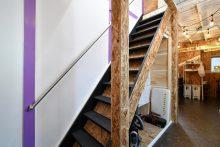 1Fと2Fを繋ぐ階段。