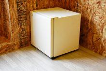 各部屋ごとの備え付け小型冷蔵庫。